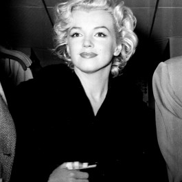 Marilyn Straight On 23/75 (Edition of 75)